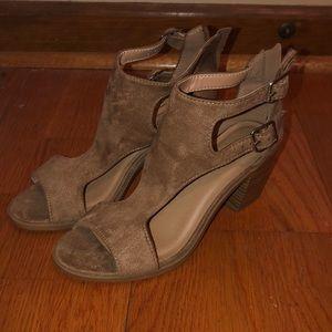 Shoes - Zip up heels
